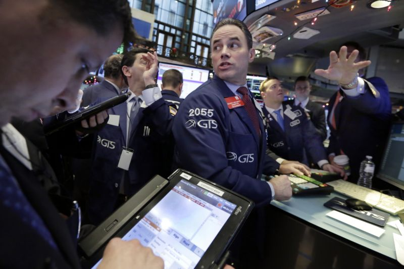 U.S. Stocks Slump, Bonds Rally Amid Trump Turmoil: Markets Wrap