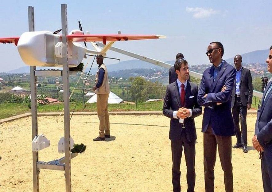 Paul kagame, Rwanda president with foreign investors