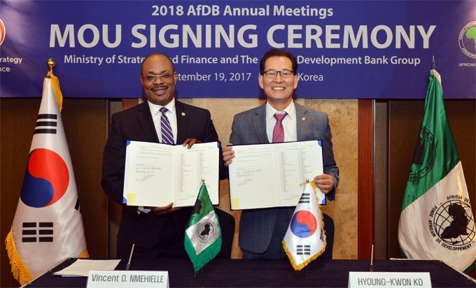 Vincent Nmhielle, secretary-general, and Hyoung-Kwon Ko, Korean Vice Minister of Strategy and Finance, display signed MOU.