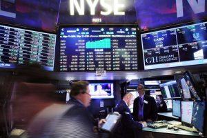 Stocks close at record high, extend winning streak