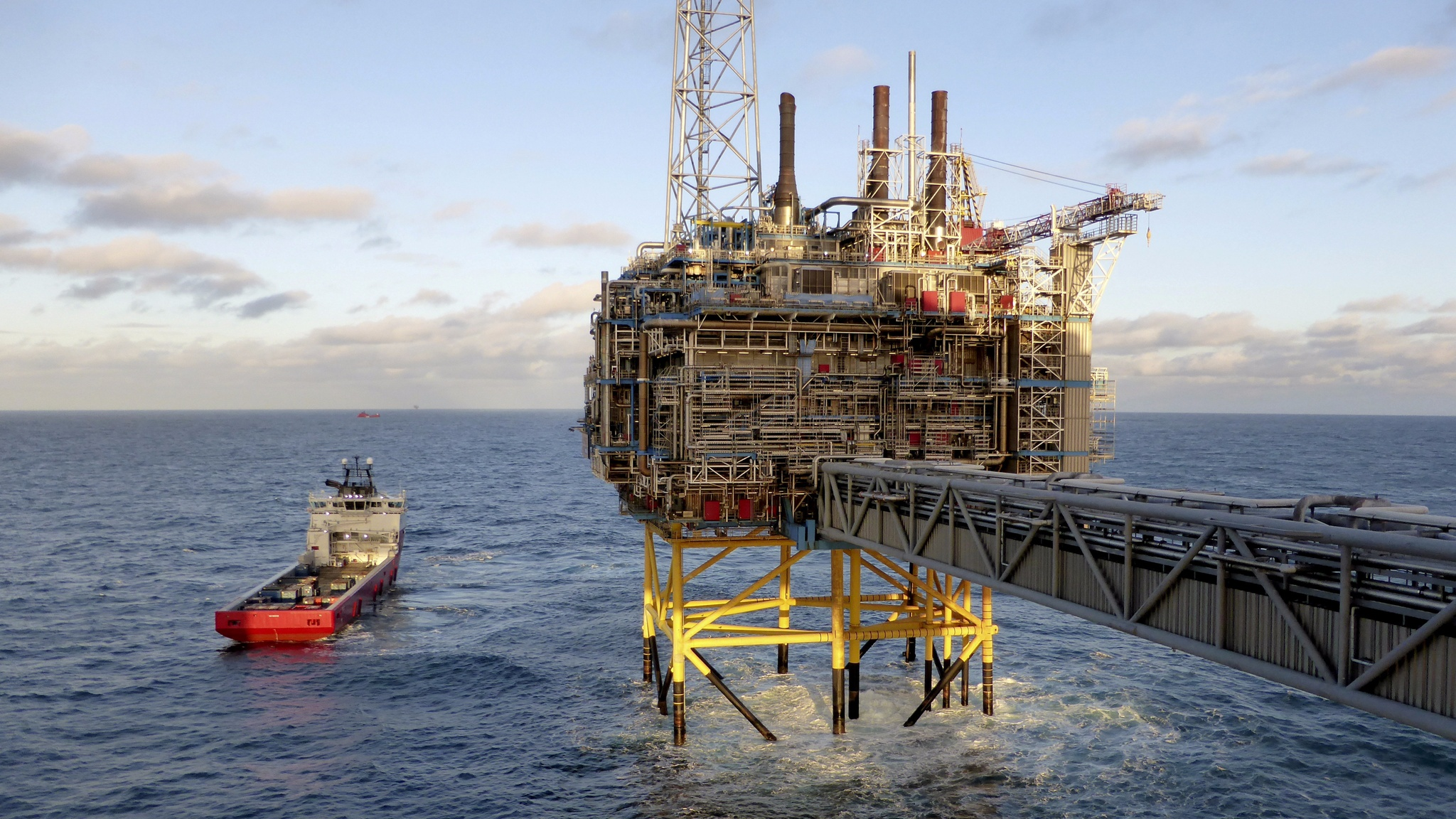 Who will fund Rosneft's $157bn mega oil project?