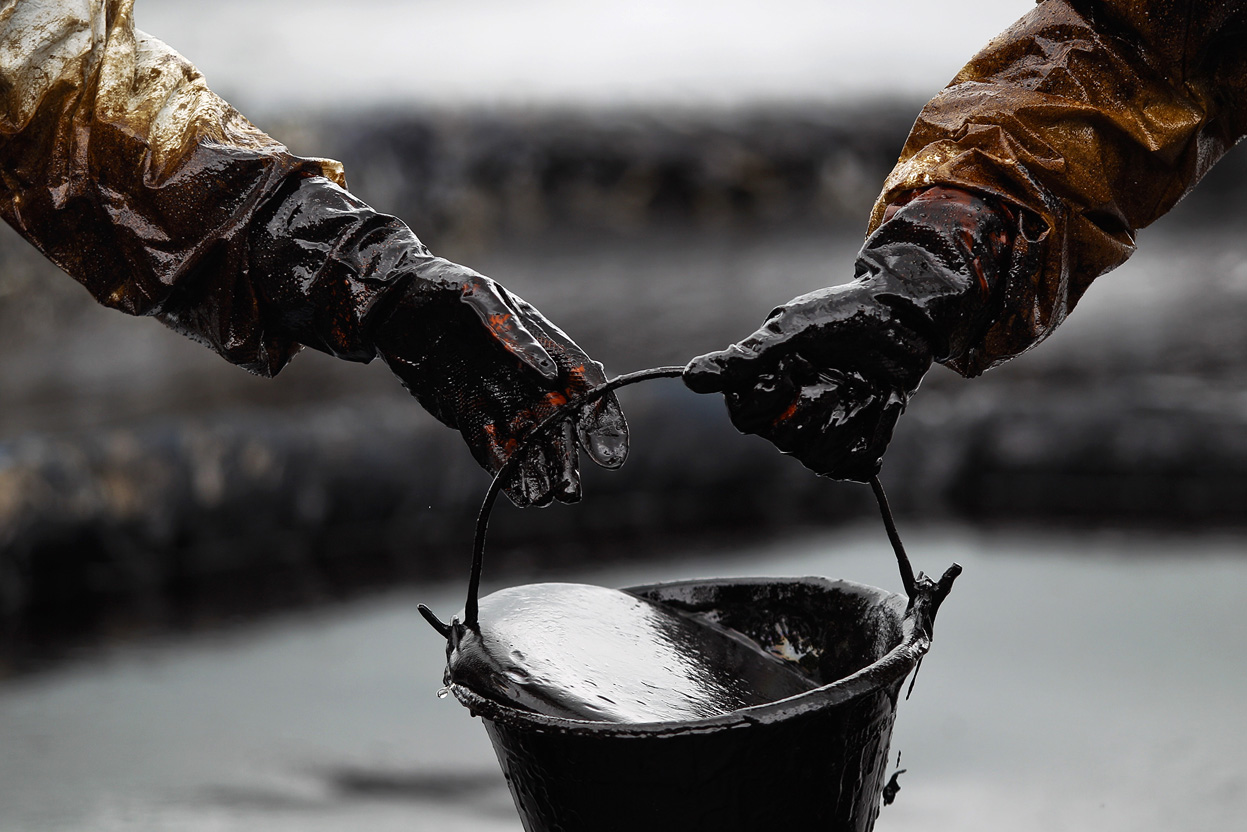 Oil prices push up the trend following last night's descent