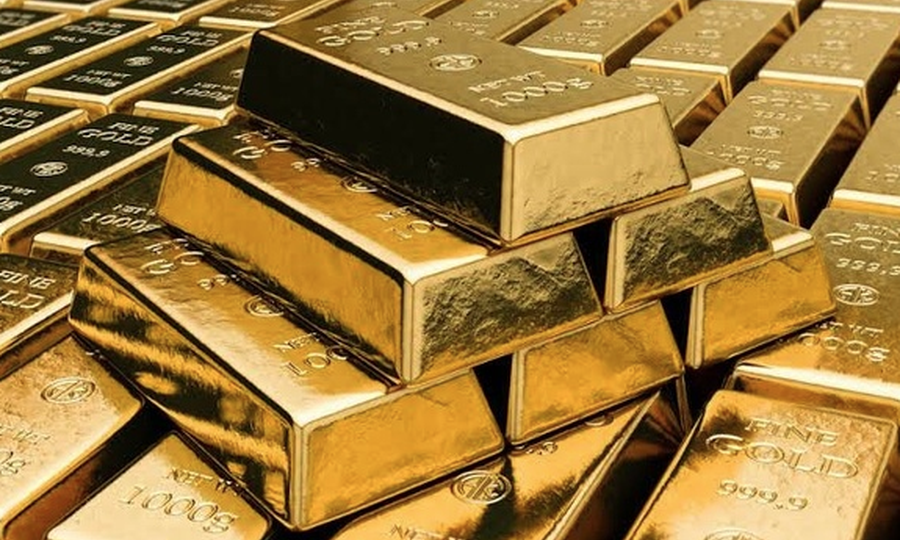 Gold price retreats after investors switch to stocks