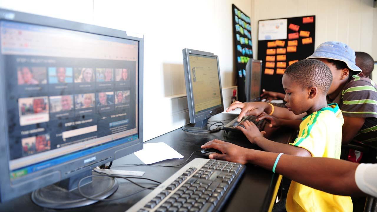 Gender gap in internet access denies economies $700bn in GDP -Report