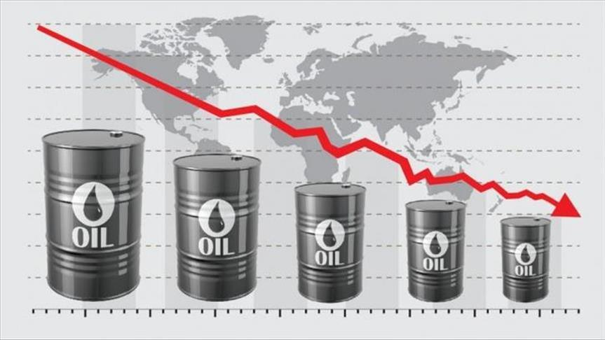 Oil prices fall as demand outlook worsens in US