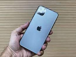 iPhone sales to dominate smartphone market in 2022, report finds